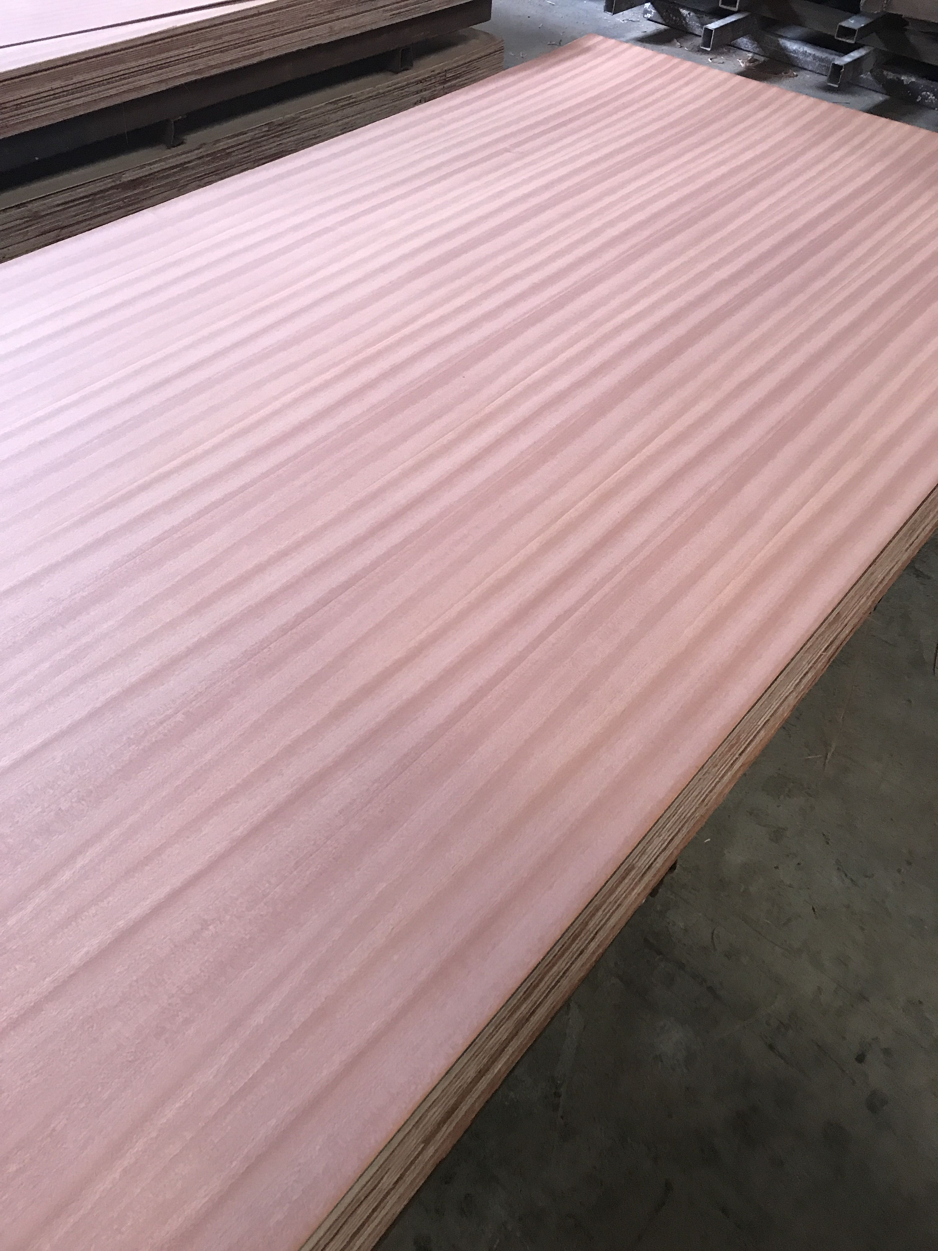 Natural sapeli veneered MDF plywood Q/C grain